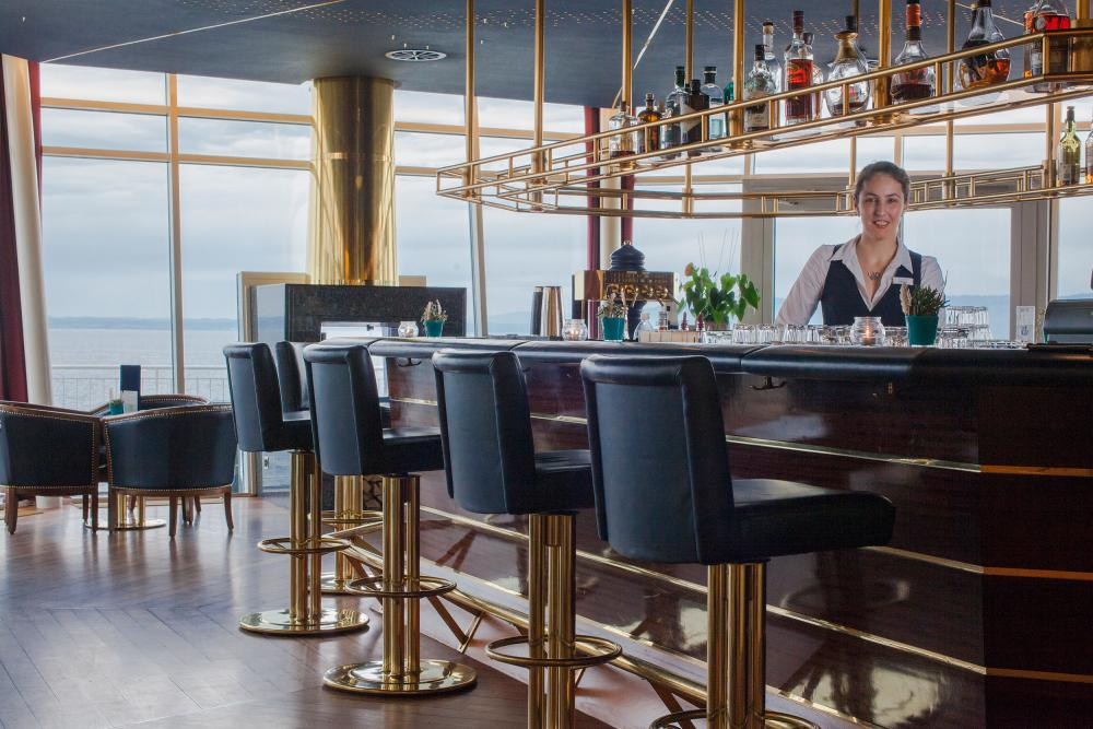 Nadja Schubell - ...prepares cocktails on one of the most beautiful viewing platforms that a bar has to offer - the Faro bar.
